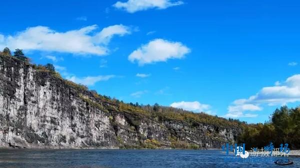 《秋水 山半壁》摄影纪威特.webp.jpg