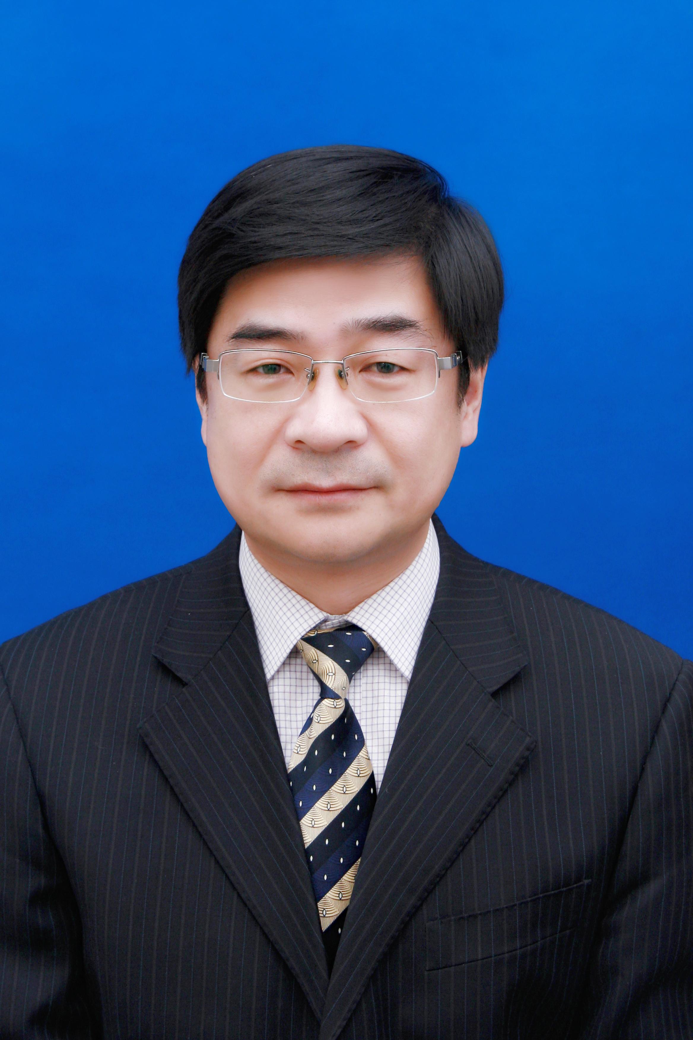 高松,男,汉族,1970年7月出生, 1991年10月参加工作,非党,硕士研究生