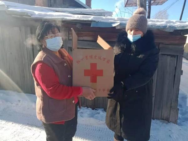 园西社区:真情慰问困难居民 红十字关怀暖人心