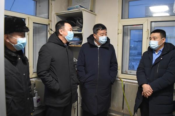 县长蒋明明深入到三卡乡检查指导疫情防控及村党组织换届工作
