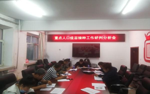 呼玛县委常委、政法委书记张远海深入韩家园镇督导疫苗接种工作