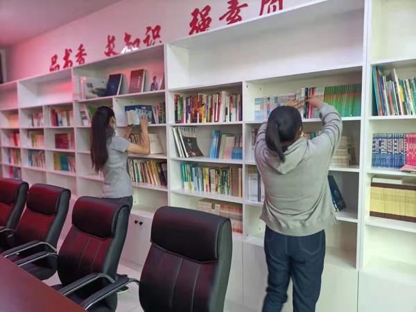 园西社区积极整理农家书屋 打造精神家园